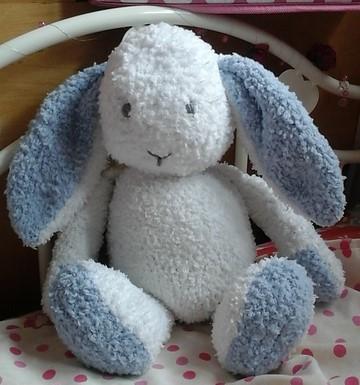 Bunny in Sidar Snowflake wool_cropped