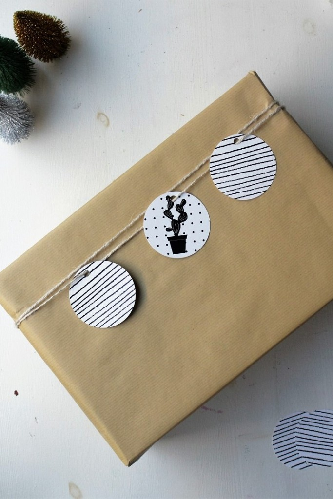 Brown Paper Gift Wrap with discs