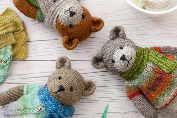heads of 3 knitted teddies